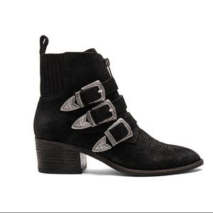 Dolce Vita Scott Black Ankle Heeled Bootie Size 6